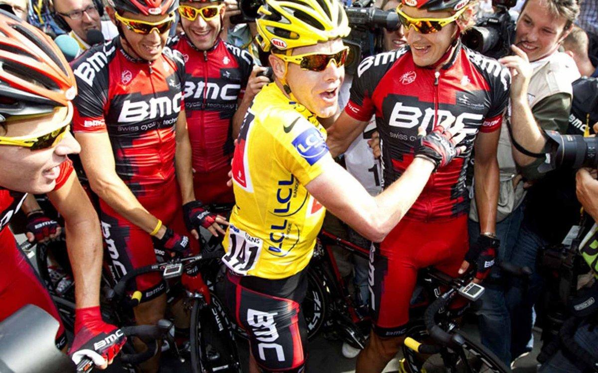 Cadel Evans wears Oakley Hijinx off the bike