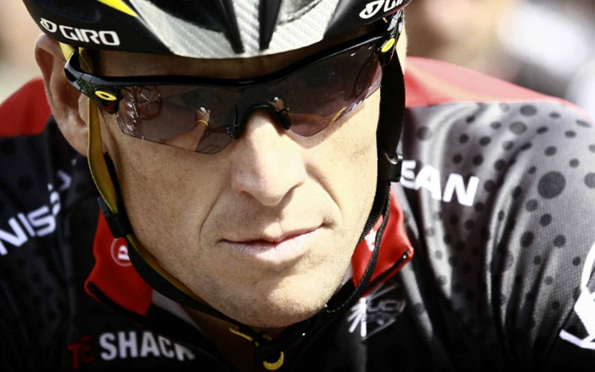 Lance Armstrong Stirs a Crowd at the Panama Triathon with his Oakley Sunglasses